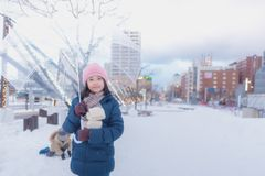 日本女孩在冬天 免版税库存图片