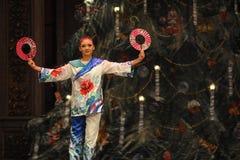 日本女孩第二个行动第二领域糖果王国-芭蕾胡桃钳 免版税库存图片