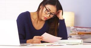 日本妇女疲倦于做文书工作 免版税库存图片