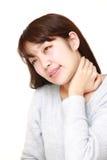 年轻日本妇女遭受脖子疼痛 图库摄影