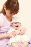 日本妈妈和她的婴孩 库存照片