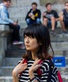 年轻日本学生女孩 欧罗巴,德国,雷根斯堡 免版税库存图片