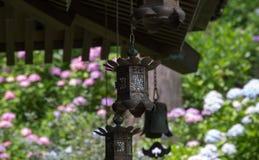 日本寺庙庭院灯笼  免版税图库摄影