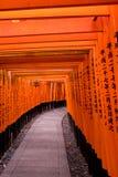 日本寺庙灯和门 免版税库存照片