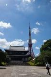 去日本寺庙的人们 库存照片