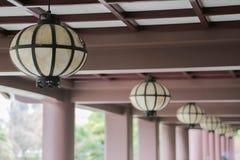 从日本寺庙的日本灯笼 库存图片