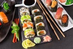 日本寿司在土气黑暗的背景设置了 免版税图库摄影