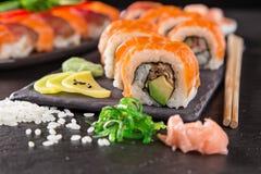 日本寿司在土气黑暗的背景设置了 免版税库存照片