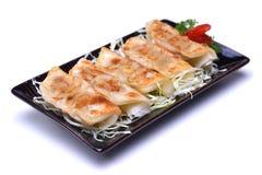 日本平底锅油煎的饺子, Gyoza在白色backgroun隔绝了 免版税库存照片