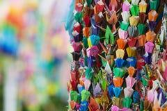 日本广岛和平纪念公园五颜六色的纸抬头特写镜头 图库摄影