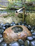 日本庭院喷泉 免版税库存图片