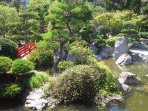 日本庭院在地中海,与石头的绿色水附近的摩纳哥 库存照片