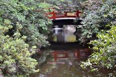 日本庭院桔子桥梁 库存图片