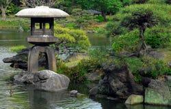 日本庭院灯笼 图库摄影