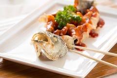 日本式油煎了鲈鱼,供食用糖醋调味汁 库存图片