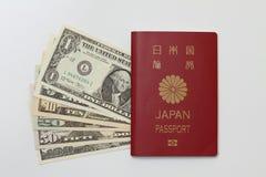 日本护照和美元 库存图片