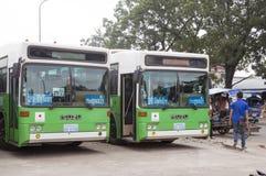 日本政府捐赠的老挝人绿色城市公共汽车在万象早晨旁边位于的中央汽车站销售公共汽车总站 免版税库存照片