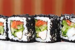 日本方形的黑tobiko滚动用虾、三文鱼和黄瓜 图库摄影
