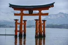日本旅行,宫岛Torii,符号门户, 2018年4月 库存图片