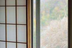 日本木窗架背景纹理与washi纸的 库存图片