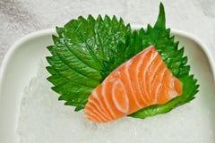日本未加工的三文鱼生鱼片 免版税库存照片