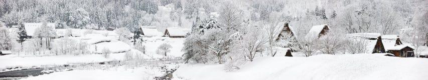 日本村庄在冬天 免版税库存照片