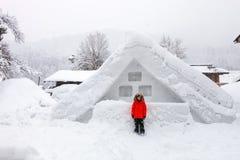 日本村庄在冬天 库存图片