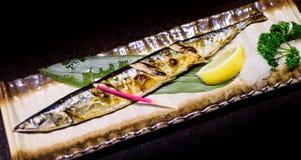 日本格栅鲜鱼用柠檬 免版税库存图片