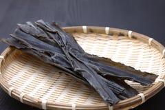 日本浓肉汤的干海带 免版税库存照片