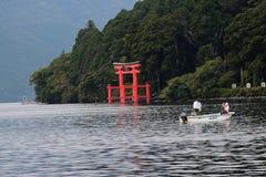 日本渔夫在芦之湖 免版税库存图片