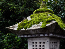日本灯笼石头 库存图片