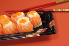 日本烹调寿司设置与三文鱼 库存照片