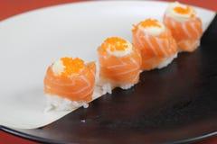 日本烹调寿司设置与三文鱼 免版税库存照片