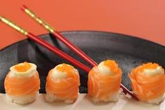 日本烹调寿司设置与三文鱼 免版税图库摄影