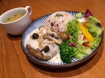 日本烹调盘Kinoko汉堡大酱汤 免版税图库摄影