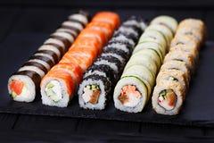 日本烹调,餐馆多彩多姿的appetizi菜单照片  免版税库存图片