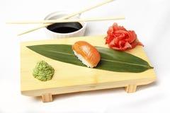 日本烹调 三文鱼寿司Nigiri 免版税库存图片