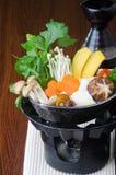 日本烹调 在背景的热的罐 免版税库存照片