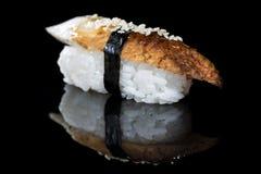 日本烹调 开胃海鳗之类和米在黑暗 免版税图库摄影