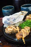 日本烹调 热板在背景的海鲜 免版税库存图片