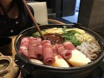 日本牛肉和菜火锅 免版税库存照片