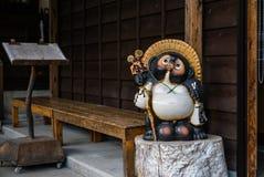 日本狸雕象白川町去 免版税库存照片