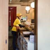 日本甜店主在镰仓 库存图片