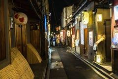 日本的街道在晚上 库存照片
