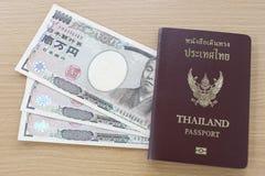 日本的钞票泰国护照的 库存图片