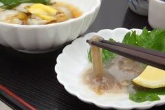 日本米酒`缘故`和盐味的海参胆量 免版税库存照片