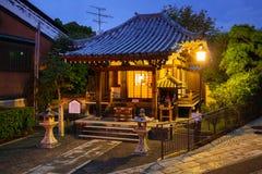 日本老镇在京都Higashiyama区在晚上 库存图片