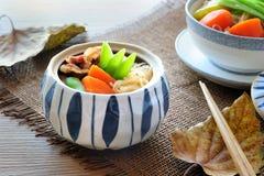 日本肉和土豆炖煮的食物(Nikujaga) 免版税库存图片