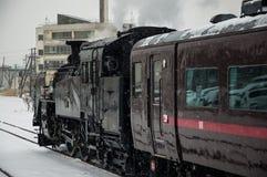日本蒸汽机车在冬天 库存图片
