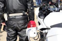 日本警察摩托车后面看法  免版税库存照片